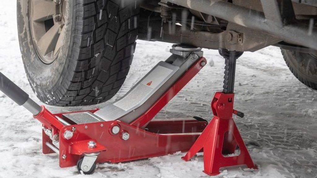 Best Jack for Changing Trailer Tires Picks for Every Budget